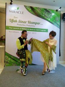 Peduli Budaya, Miracle Wajibkan Seragam Batik bagi Karyawan 1