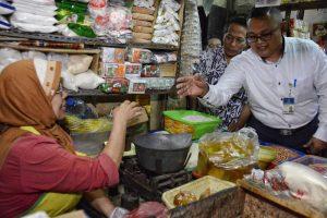 Tak ditemukan Permainan Harga dalam Sidak KPPU di Pasar Wonokromo 1