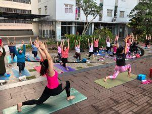 Peduli Kanker, Urban Athletes Meriahkan dengan Sunrise Yoga 1