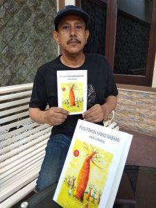 Seniman Asal Surabaya Ciptakan Puisi Melalui Buku 1