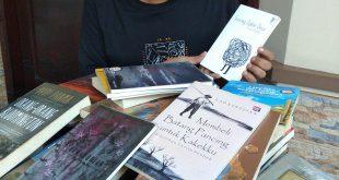 Seniman Asal Surabaya Rela Keluarkan Jutaan Rupiah untuk 1 buku 6