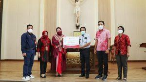 Bank Jatim Serahkan CSR Sarana Prasana Gereja Sebagai Bentuk Tanggung Jawab Perusahaan di Bidang Keagamaan 1