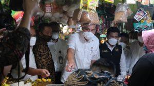 Kanwil IV KPPU Dampingi Menteri Perdagangan Kunjungi Pasar Wonokromo 1
