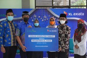 Kembangkan Desa Digital, XL Axiata Donasikan 100 Laptop Pesantren 1